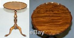 Stunning Vintage Light Mahogany Pie Crust Edge Tripod Lamp Side End Wine Table