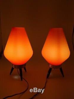 Vintage Mid Century Atomic Tripod Beehive Plastic Orange Shade Table Lamp