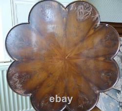 Vintage antique tilt top scalloped occasional side table plant lamp tripod feet