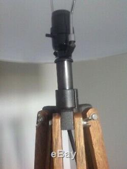 Anciennes Trépied Plancher En Bois De Chêne Enquête Industriel Bureau Studio Lampe