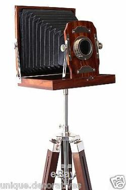 Appareil Photo Argentique Vintage En Bois Sur Trépied Se Pliant À L'ancienne Décorative