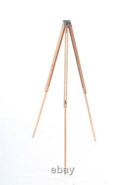 Belle Vieille Grande Lampe De Plancher De Conception D'appareil-photo De Modèle De Bois De Trépied