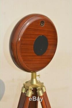 Horloge De Sol En Bois Avec Antique Fini Du Support Style Vintage Industriel Trépied