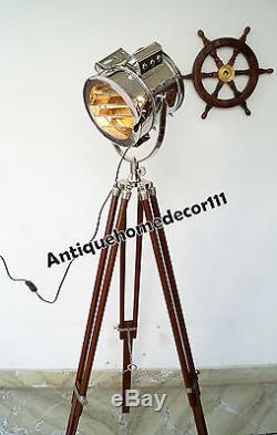 Lampadaire Rétro Léger Vintage De Projecteur De Marine Avec Le Support En Bois De Trépied