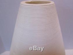 Lampe Beehive Atomic Vintage De MID Century Modern, Blanc, Jambes De Trépied En Bois, Très Cool