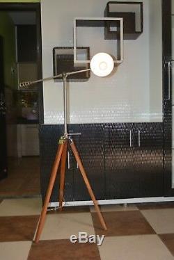 Lampe De Designer Cosmo De Plancher Vintage Avec Un Trépied En Bois
