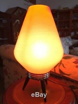 Lampe De Table Vintage En Orange Avec Abat-jour Trépied Atomic MID Century Atomic Beehive
