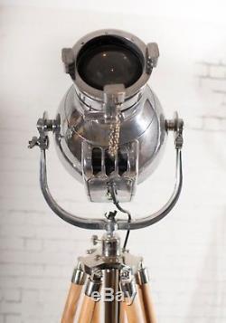 Lampe De Théâtre Patt 23 De Lumière De La Scène De Scène Polie Vintage Avec Trépied En Bois