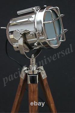 Lampe Décorative De Plancher De Maison Nautique Avec La Lampe Unique De Cru De Trépied Royal En Bois