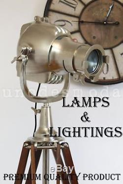 Lumière De Tache De Théâtre Avec Le Lampadaire En Bois Solide De Trépied Vintage / Rétro-éclairant