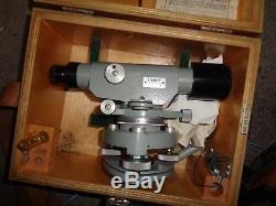 Niveau Laser Vintage Et Trépied En Bois Stanley Dumpy