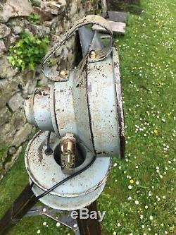 Old Vintage Rustique En Bois Réglable Trépied Lampe Spot Light One Off