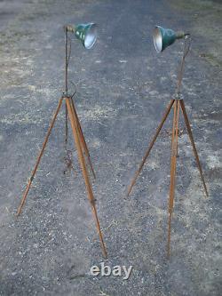 Paire (2) Vintage Antique Industrielle Industrielle Réglable Bois Trépied Lampes Ombres Vertes