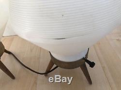 Paire Vintage De Lampe De Ruche Atomique Moderne Au Milieu Du Siècle, Pieds En Bois Trépied En Bois Blanc