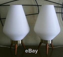Paire Vntg MID Century Trépied Beehive Chambre Lampes De Table Bois Jambes 1960