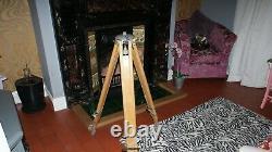 Period Vintage Années 1950 1960 Bois & Alliage Trépied Jambes En Bois Lamp Stand Surveyors