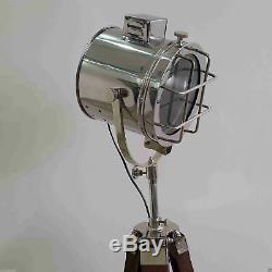 Pleins Feux Vintage Avec Lampadaire Électrique Support Trépied En Bois Décor