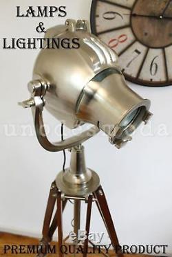 Projecteur Antique Classique De Lampadaire Vintage De Trépied Avec Le Support En Bois