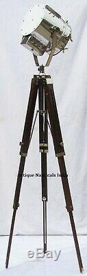 Projecteur Marin De Collection Vintage De Concepteur Marin De Marine Avec Le Trépied En Bois