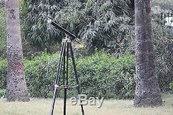 Télescope Marin Avec Le Trépied En Bois Vintage En Cuir Décor À La Maison