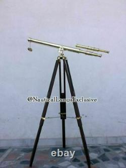 Télescope Nautique En Laiton Vintage Sur Le Cadeau Réglable De Décor Marin De Trépied En Bois