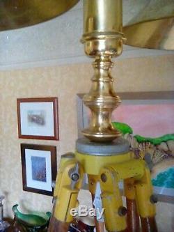 Trépied En Bois Vintage Double Chandelier En Laiton De 7 Pieds De Hauteur. Tout Original