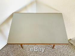 Trépied Milieu Du Siècle Usine Support De Table D'affichage Côté Fin Table En Formica Années 50 Vintage