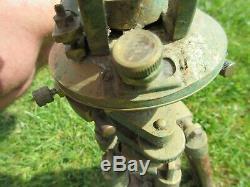 Vintage Brass Théodolite Sur Bois Étendons 47cm Étendu Trépied Collapsed