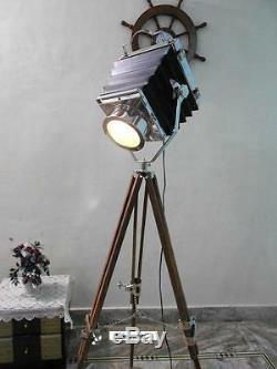Vintage Theater Spot Light Avec Lampe Trépied En Bois Massif Sol Vintage / Retro