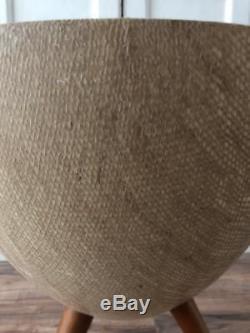 Vtg 16.5tall Fibre De Verre Bullet Burlap Planteur Pot Trépied En Bois Jambes MID Century