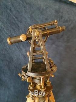 Warren-chevalier 3262 Terre Vintage Surveyor / Théodolite Trépied En Bois